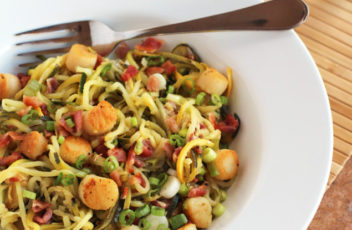 Zucchini-Noodles-with-Scallops-and-Bacon-640x851
